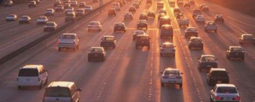El 17% de los conductores reconoce que escribe en el móvil mientras conduce
