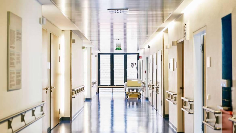 Sanidad analiza medidas urgentes para la viabilidad económica de los centros sanitarios privados